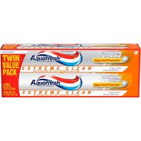 2-Pack 5.6oz Aquafresh Extreme Clean Whitening Action Fluoride Toothpaste